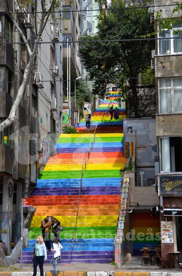 rainbowstairs_istanbul